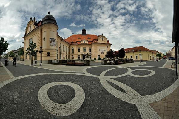Révkomárom, Nádor utca - A Magyar Kultúra és Duna Mente Múzeuma panoráma (9 photo)