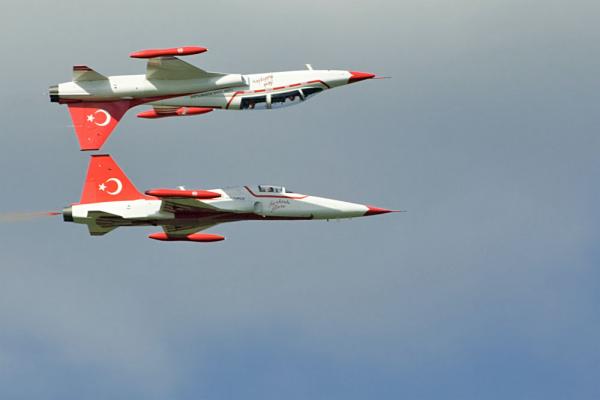 Türk Yildizarlari (Török Csillagok) műrepülő köteléke