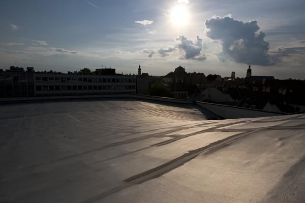 Tetőn IV.