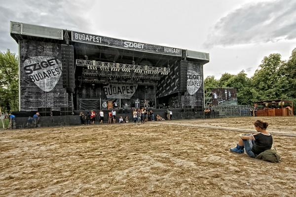 SUPERBUTT - Ráhangolódás - Rock - Metal Nagyszínpad