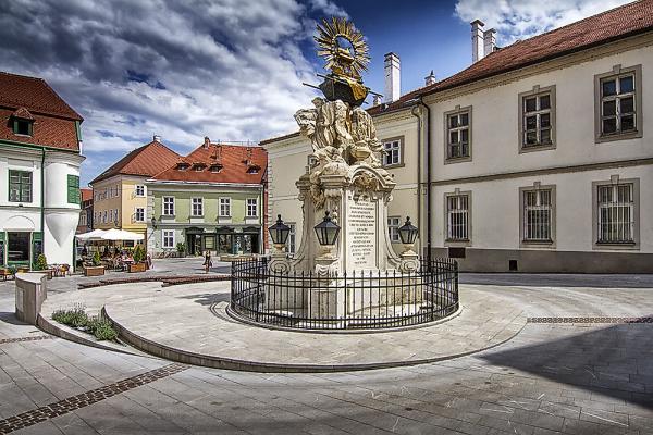 Gutenberg tér Győr - Frigyláda szobor