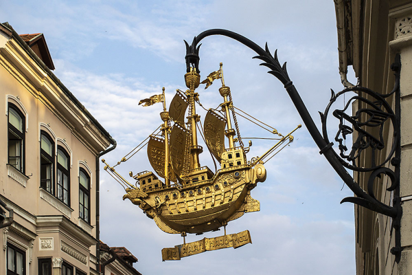 Aranyhajó cégér - Győr