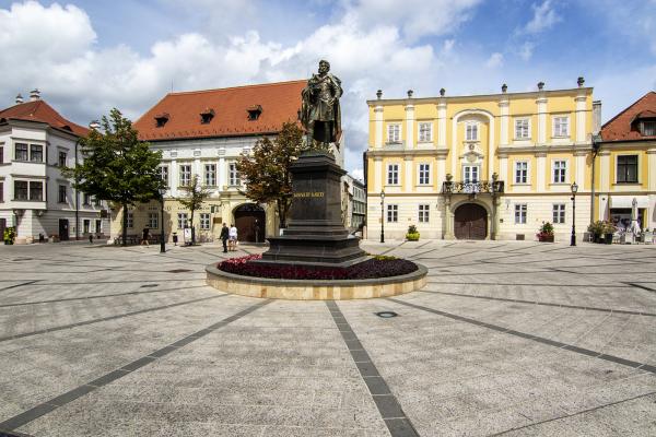 Győr, Bécsikapu tér Kisfaludy szobor