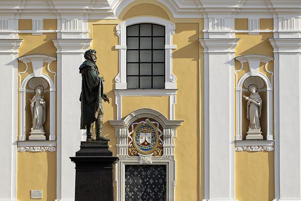 Győr, Bécsikapu tér új Kisfaludy szobor